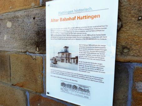 Infotafel zur Geschichte des Bahnhofsgebäudes, verfasst von Sandra Anni Lang.